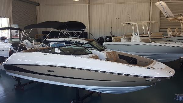 2017 Sea Ray 240 Sundeck Outboard