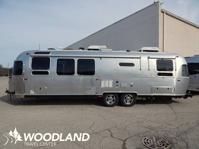 2017 Airstream Flying Cloud 30 Twin