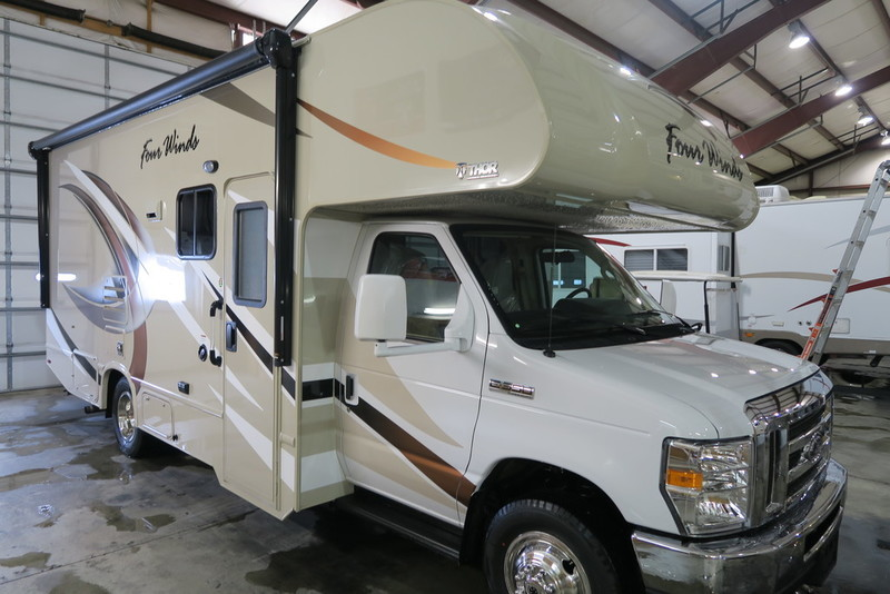 2017 Thor Motor Coach Four Winds 24F Ford