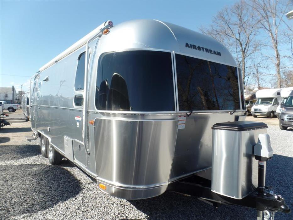 2017 Airstream International Serenity 25FB Queen