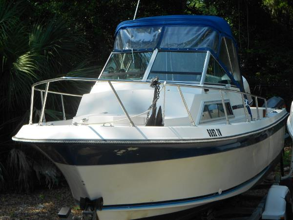 1985 Wellcraft 228 SPORTSMAN