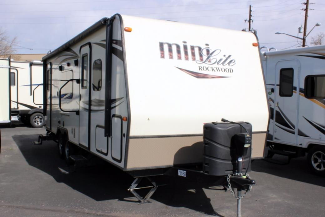 2016 Forest River ROCKWOOD MINI-LITE 2503S