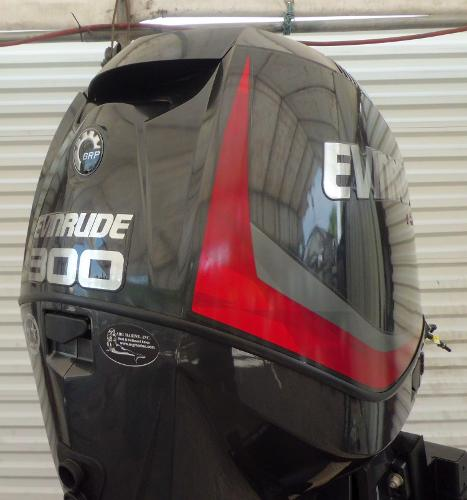 2015 Evinrude E-tec 300HP 25 INCH SHAFT .. DIRECT INJECTED 2-STROKE OUTBOAR