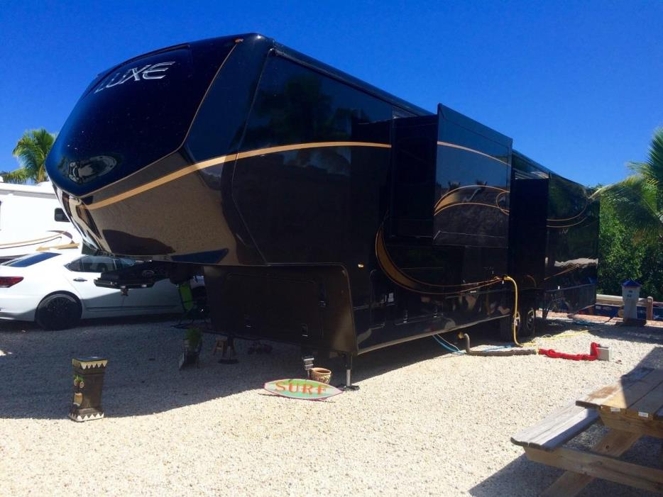 2015 Augusta Rv LUXE LF-39FB