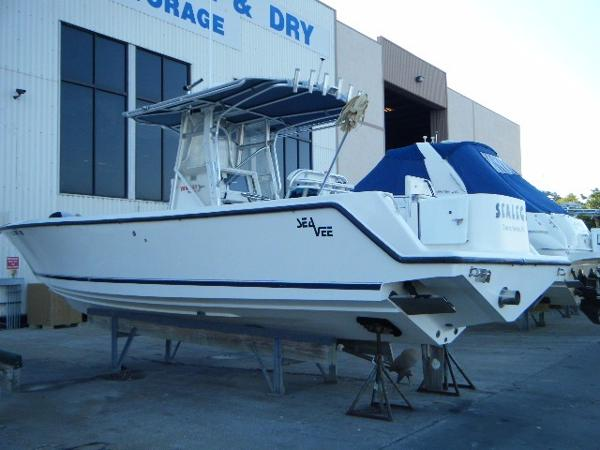 2005 Sea Vee 310 CC Open Fisherman