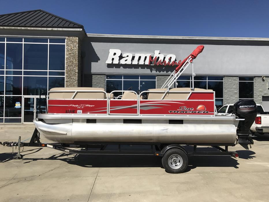 2015 Bass Tracker PARTY BARGE 18 DLX