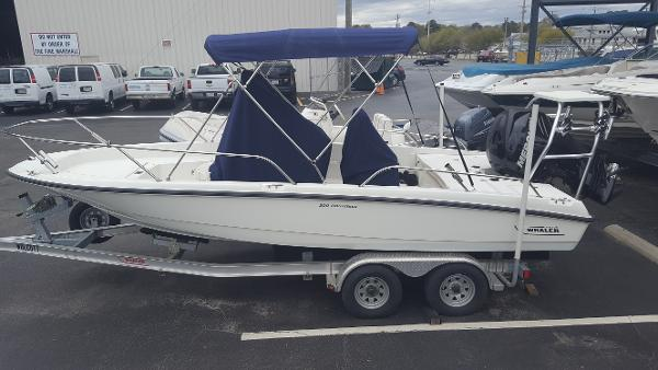 2010 Boston Whaler 200 Dauntless