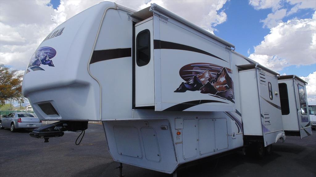 2009 Keystone Montana 3665RE w/4slds