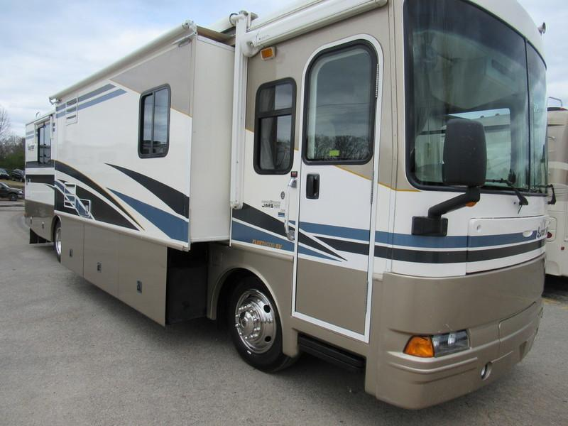 2003 Fleetwood Discovery Bounder 38N