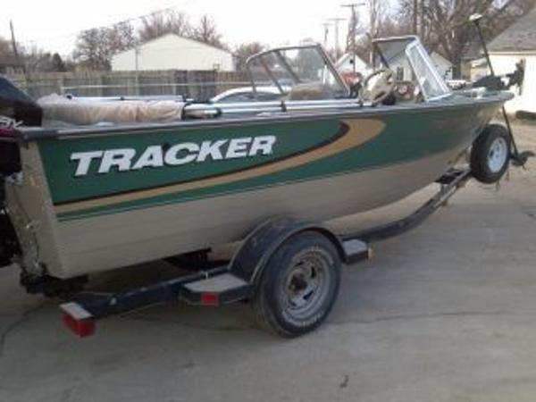 1999 Tracker w/2014 mercury 90hp 4-stroke Targa 17