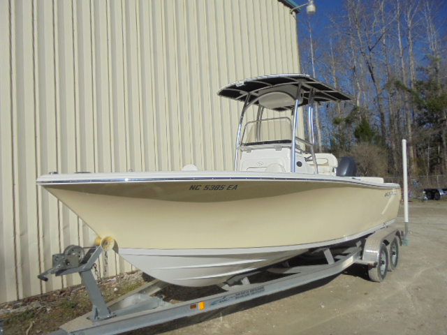2014 Sportsman Boats Center Console Heritage 211