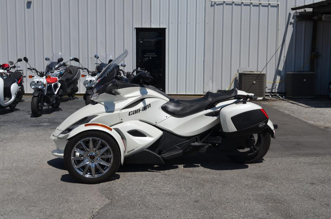 2013 Can-Am CAN AM SPYDER ST LIMITED