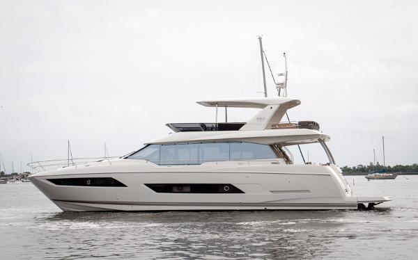 2018 Prestige Yachts 680 Fly