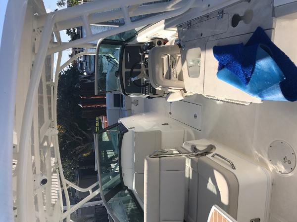 2017 Boston Whaler 270 Vantage