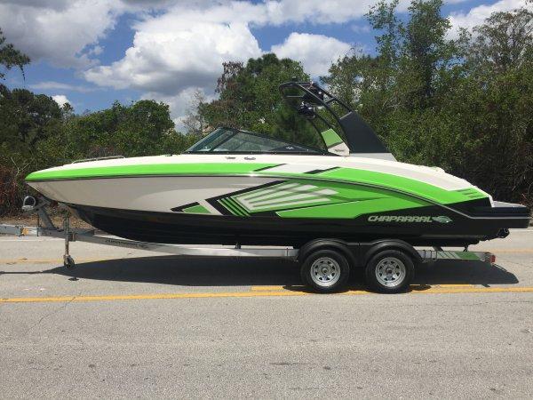 2015 Chaparral 243 VRX Jet Boat