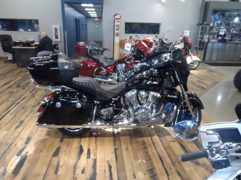 2016 Indian Roadmaster Thunder Black