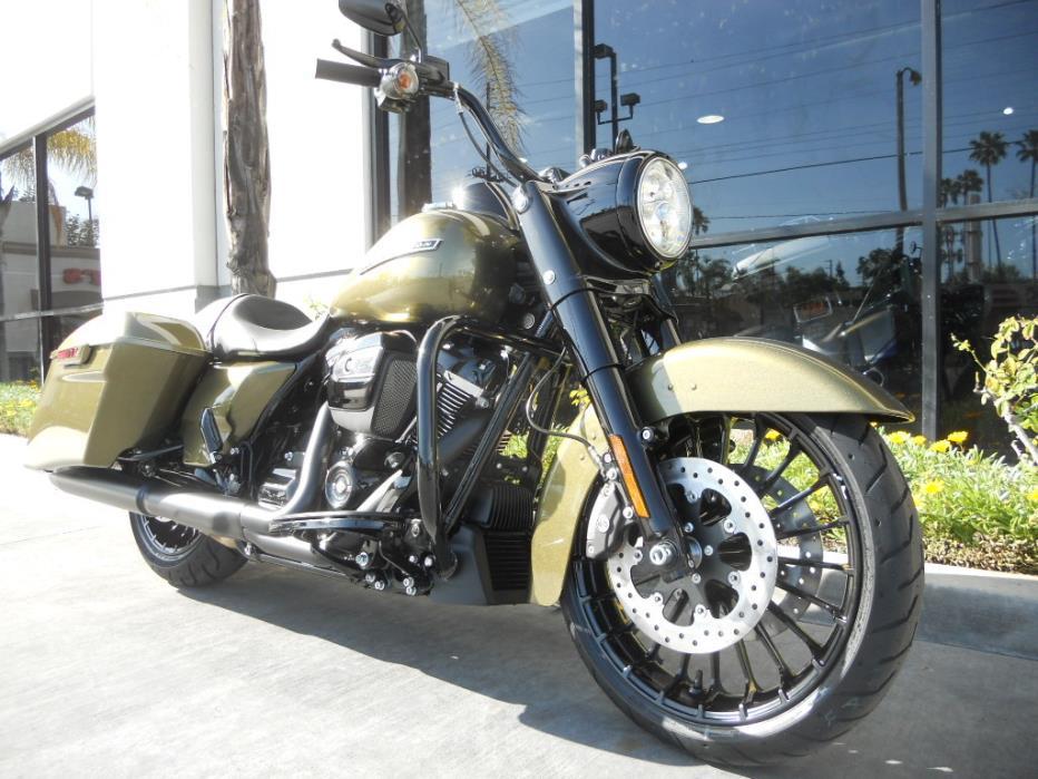 2017 Harley-Davidson 001 FLHRXS - Road King Speaial