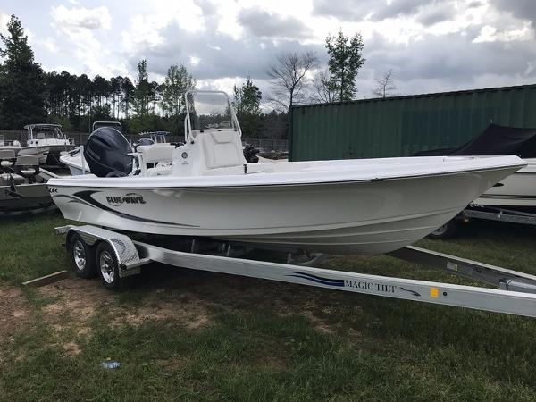 2017 BLUE WAVE BOATS 2200 Pure Bay