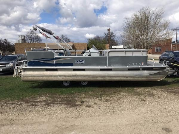 2002 Lowe 22' Pontoon