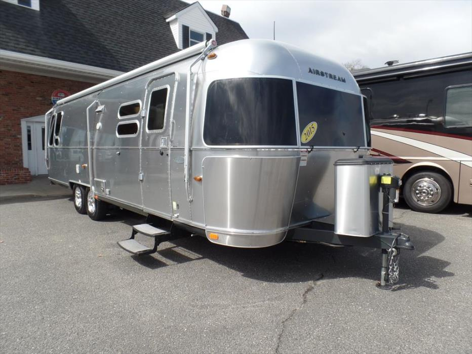 2015 Airstream Flying Cloud 30W Queen