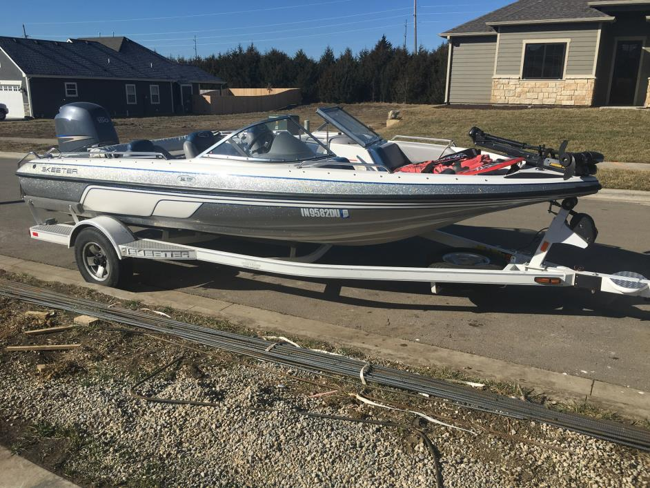 Ski and fish boats for sale in lawrence kansas for Fish and ski boats for sale