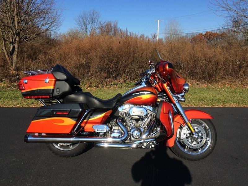 2013 Harley-Davidson FLHTCUSE8 - CVO Ultra Classic Electra Glide