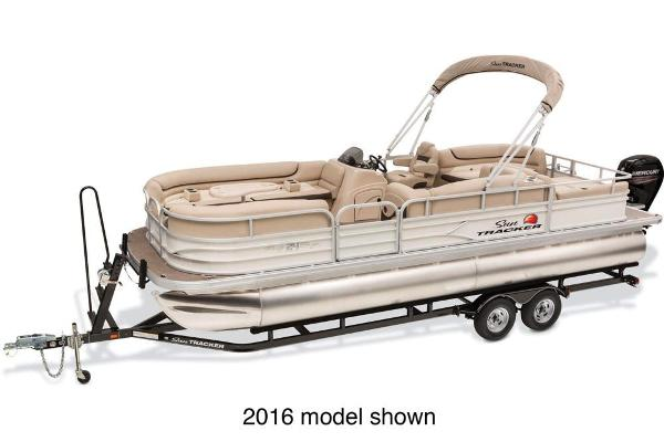 2017 Sun Tracker Party Barge 24 DLX