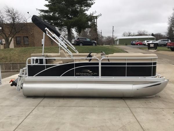 2017 Bennington 168 SL 8Ft Wide