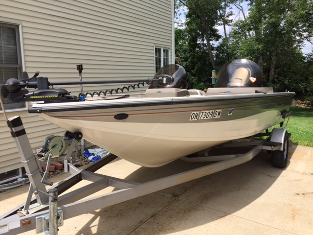 2004 Crestliner Tournament Series 192 SC