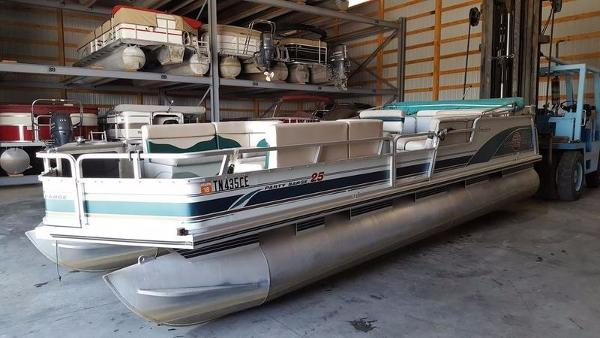 1998 Sun Tracker PARTY BARGE 25