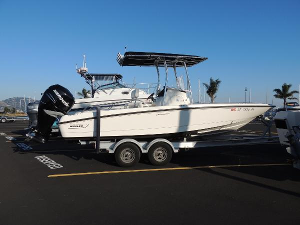 2013 Boston Whaler 230 Dauntless