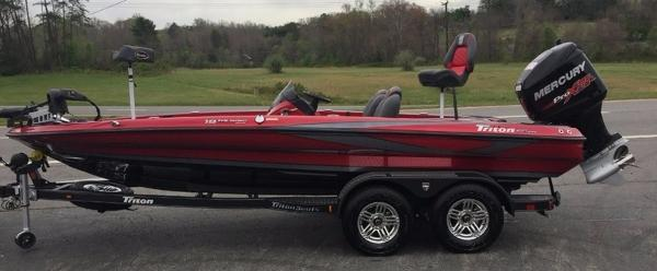 2017 TRITON BOATS 19 TRX Patriot