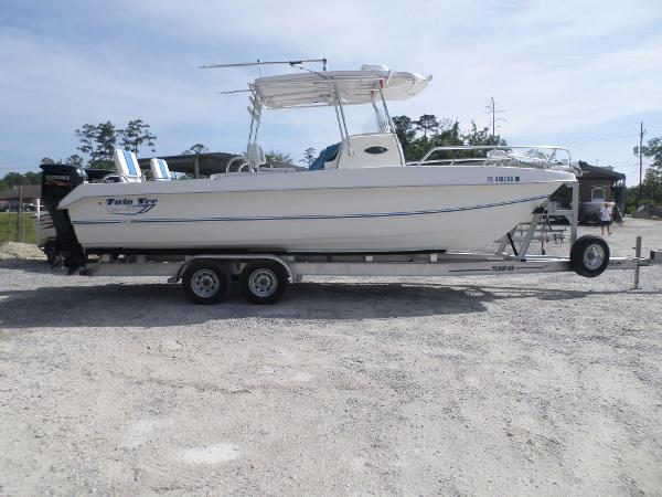 2014 Twin Vee 26 Center Console