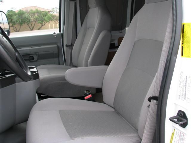 2014 Ford ECONOLLINE 250S, 6