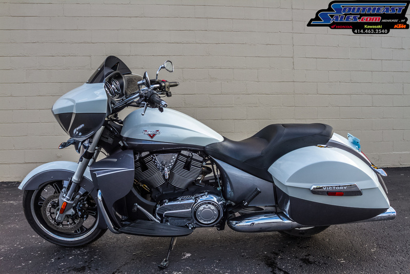 2015 Victory Motorcycles Cross Country Two-Tone White Pearl and Gray