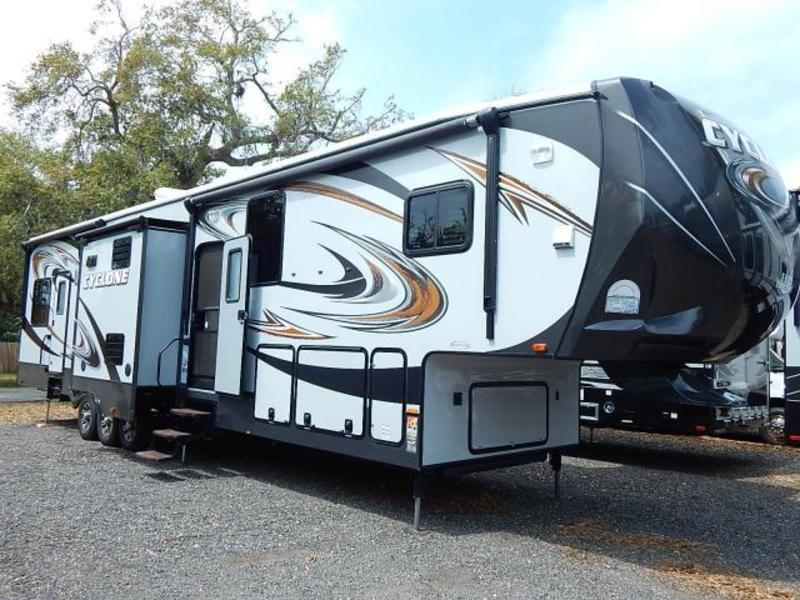 2014 Heartland CYCLONE 4100HD