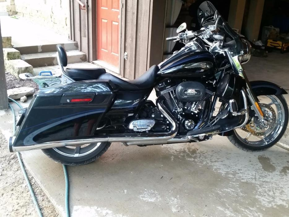 Harley Davidson Road King Cvo motorcycles for sale in Wisconsin