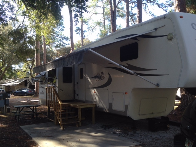2005 Forest River CEDAR CREEK FIFTH WHEEL 37CKQS