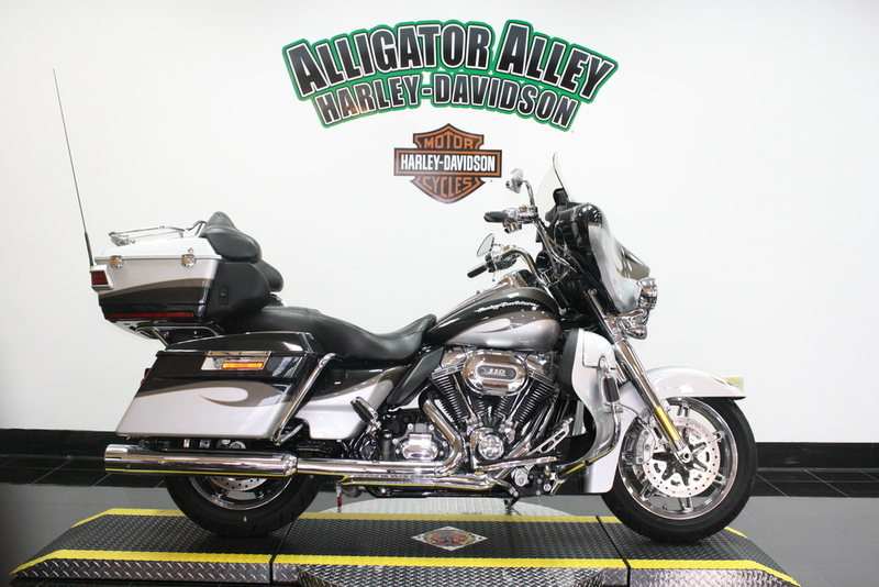 2013 Harley-Davidson FLHTCUSE8 - CVO Ultra Classic Electra Glide