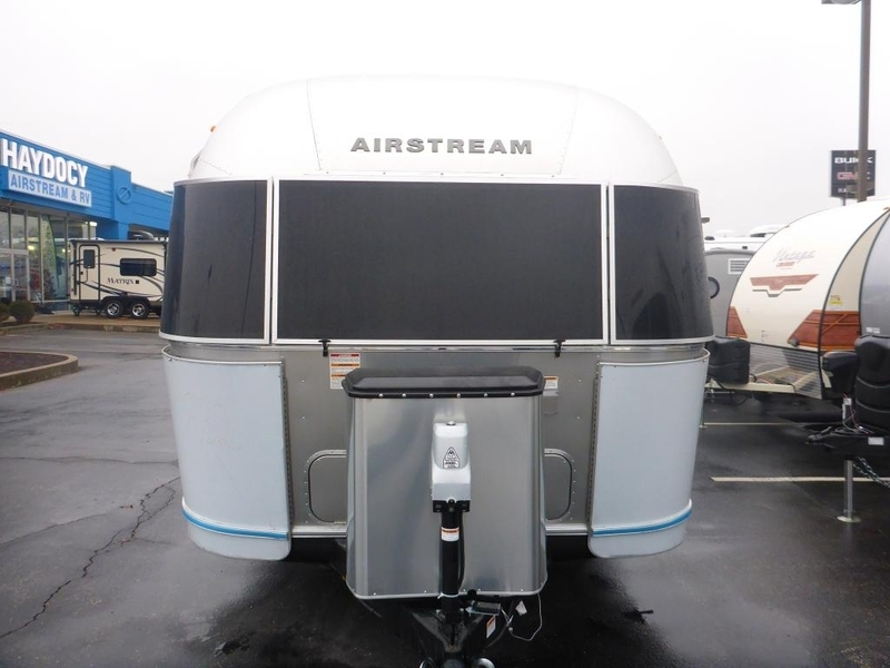 2017 Airstream International Serenity FC 27AWBFB Twin Front