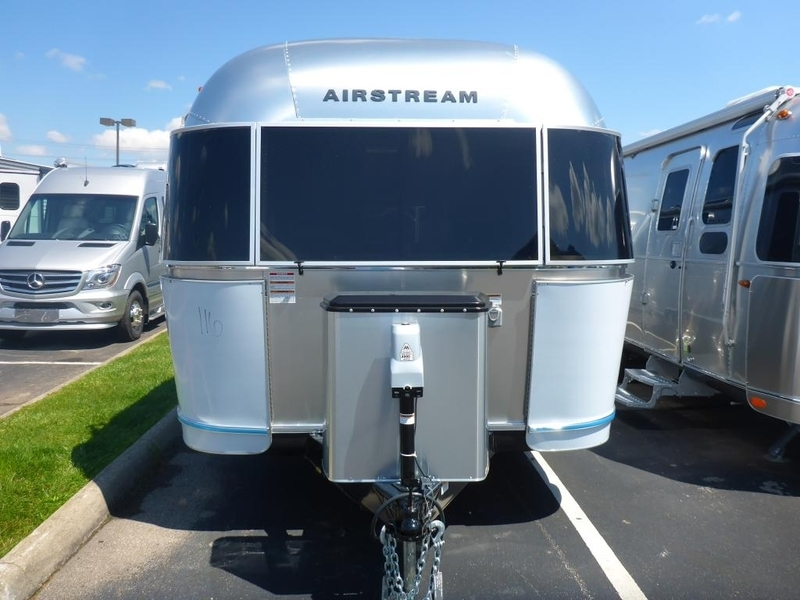 2017 Airstream International Signature IN 25WBFB Queen Front