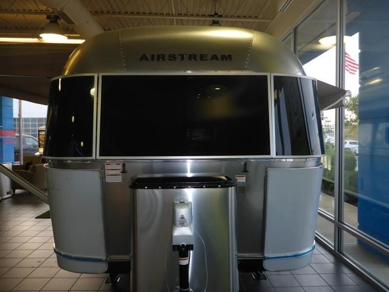 2017 Airstream International Serenity FC25BWBFB Queen Front
