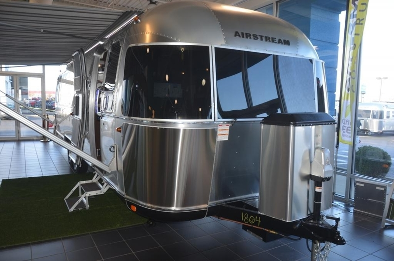 2017 Airstream Classic CL 30JWB Queen