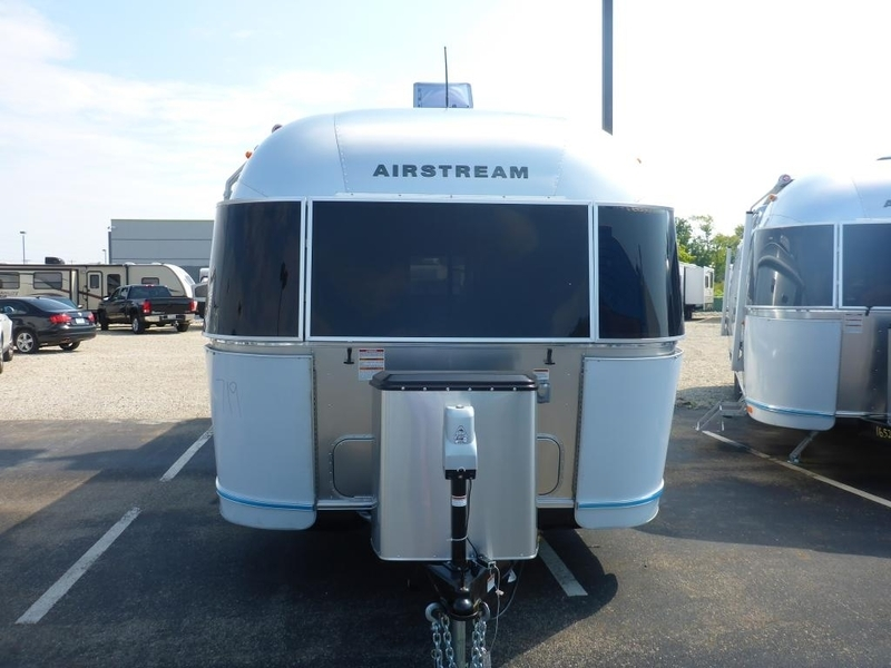 2017 Airstream Flying Cloud FC26AWB Twin Rear