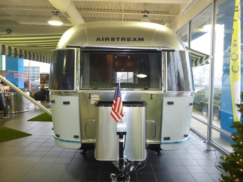 2017 Airstream Tommy Bahama IN 27AWBFB Front Queen Tommy B