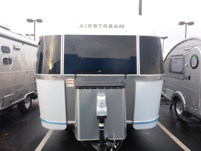 2017 Airstream Flying Cloud FC23BNBFB Queen Front