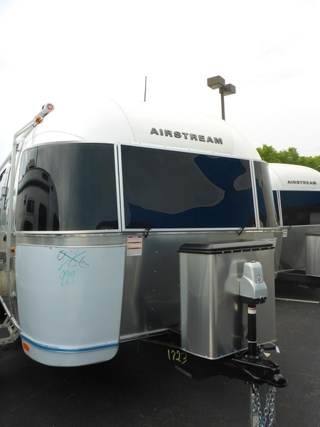 2017 Airstream International Signature IN 28WB6S Queen Rear Sig