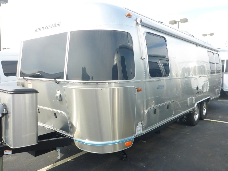 2017 Airstream Flying Cloud FC 27AWBFB Twin Front