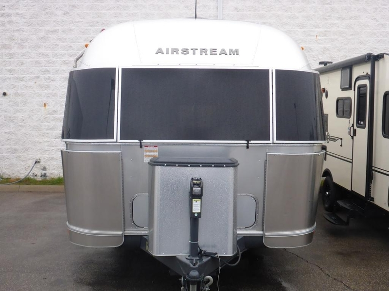2016 Airstream Flying Cloud FC26AWB Queen Rear