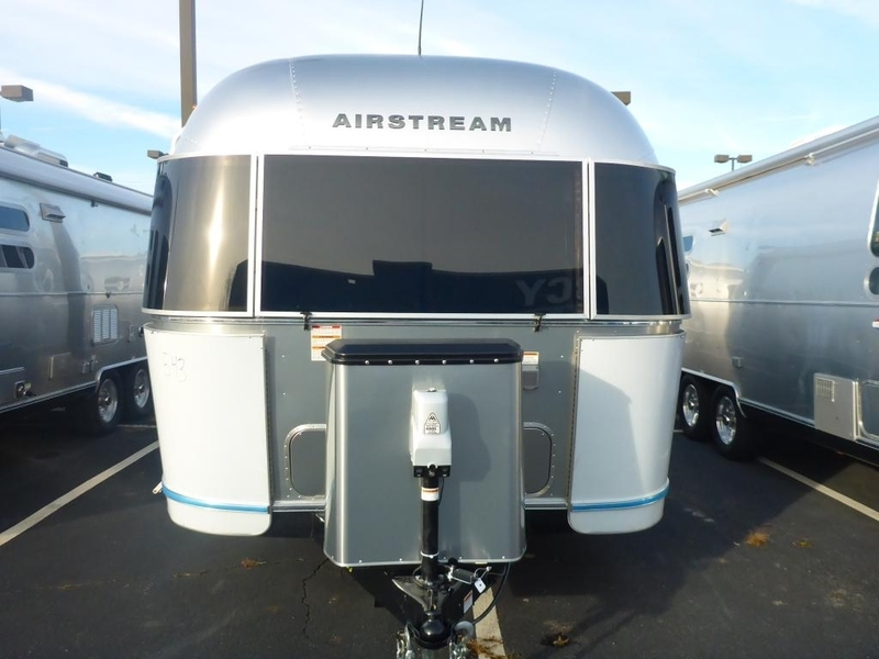 2017 Airstream Flying Cloud FC26AWB Queen Rear